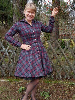 Winterliches Mantelkleid im Stil der 50er Jahre
